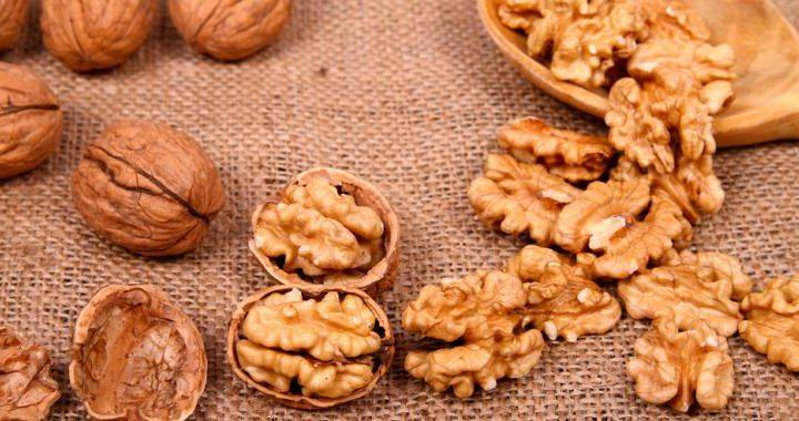 Comer nueces incrementa las bacterias beneficiosas para el intestino