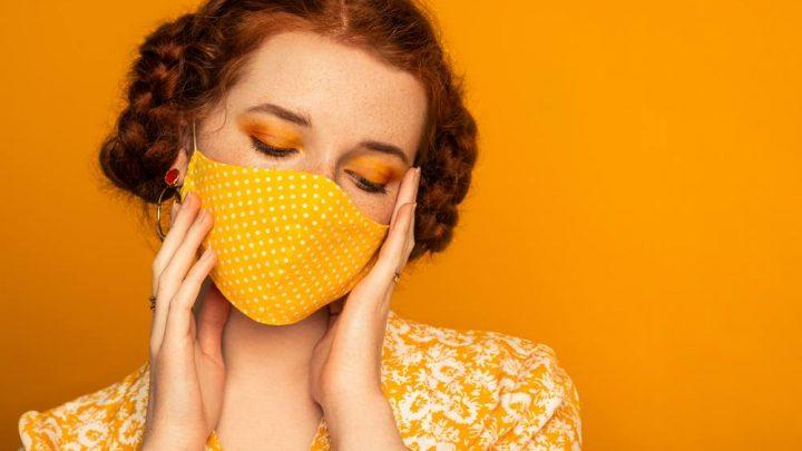 Cómo protegerse del 'maskné' y otras lesiones de la piel por el uso prolongado de la mascarilla