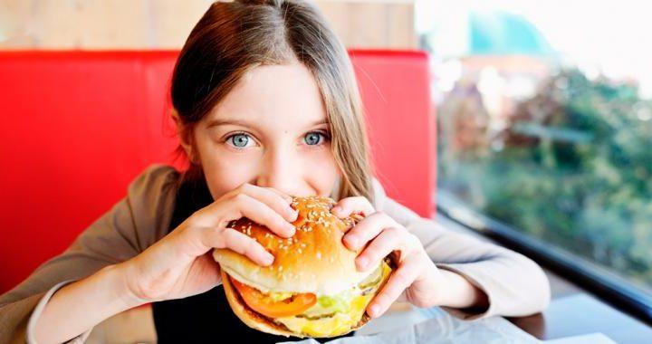 Demasiada grasa y azúcar de niño puede alterar tu microbioma de adulto